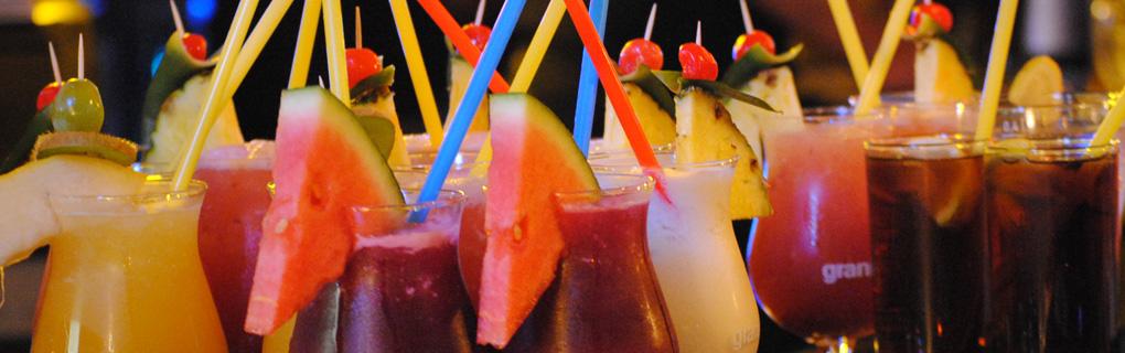 Hier erfahren Sie mehr über unsere Cocktailspecials, wie z. B. der HAPPY HOUR!